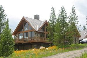 Mountain Home - Livingston rental homes & cabins :: Want your own lodge right on the Yellowstone River? A sweet mountain cabin? Check out our 80+ carefully screened private homes, many right along the river near Livingston.
