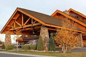 C'Mon Inn - log lodge design