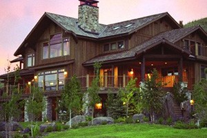 Grey Cliffs Ranch - Log Lodge luxury rooms