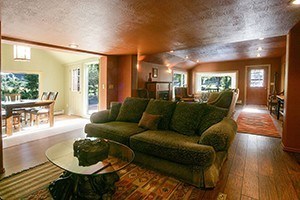 Yellowstone River Guest House - pet friendly :: Visitors to Livingston who want riverfront accommodations for 8+ people, our well-appointed home features modern amenities, upgraded kitchen, and is just 2 miles to downtown.