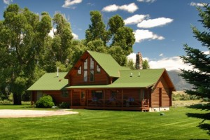 El Western Cabins and Lodges - true Montana :: Upscale log cabins with full amenities in a beautiful mountain setting. Overnight or extended-stay cabins; family-size lodges available. WiFi, SAT-TV, BOOK ONLINE direct.